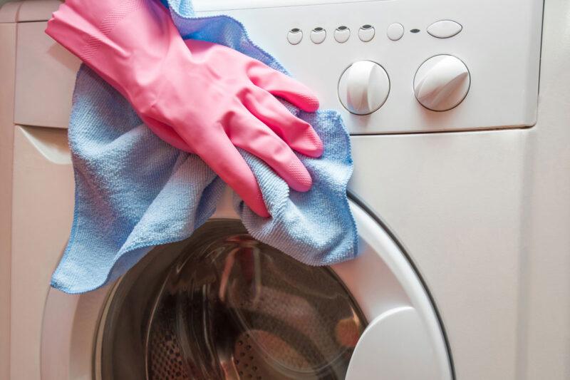 洗濯機クリーニングをしている画像