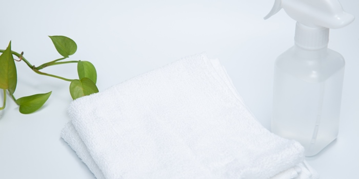 スプレーと雑巾